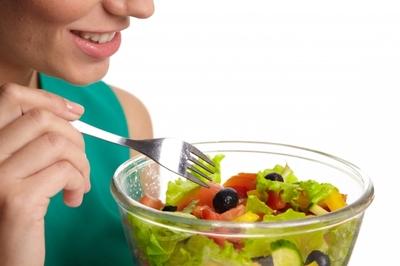 サラダを食べる.jpgのサムネイル画像